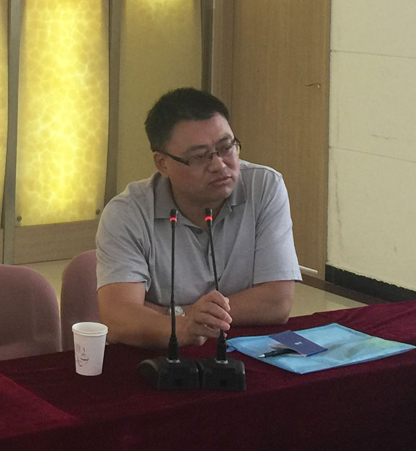 安庆市文化广播电视新闻出版局曾本双正在会上作重要讲话