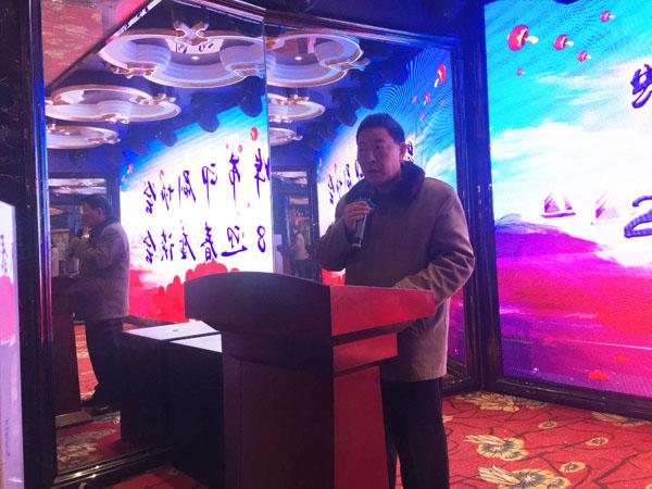 蚌埠市印刷协会秘书长骆小伟正在座谈会上作报告