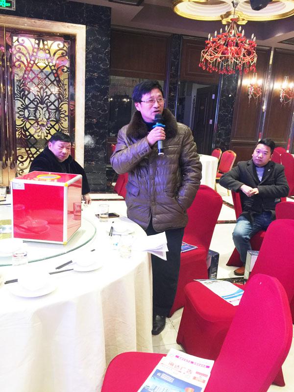 蚌埠市白云制版厂总经理李胜利应邀在会上发言
