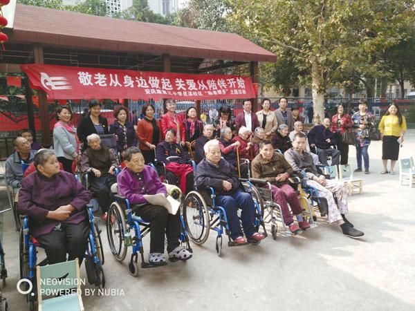 九九重阳,慰问团成员与老人们欢聚一堂,共度节日!