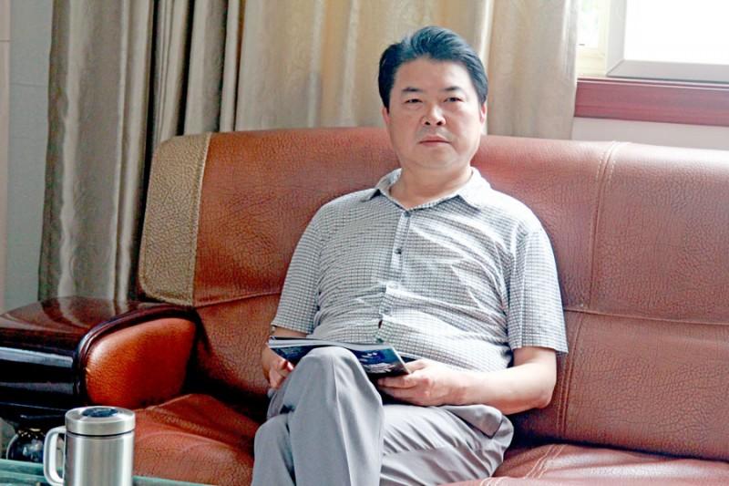 王速有总经理思绪慎密,善于管理,与韩董事长配合默契,带领公司从胜利走向胜利。