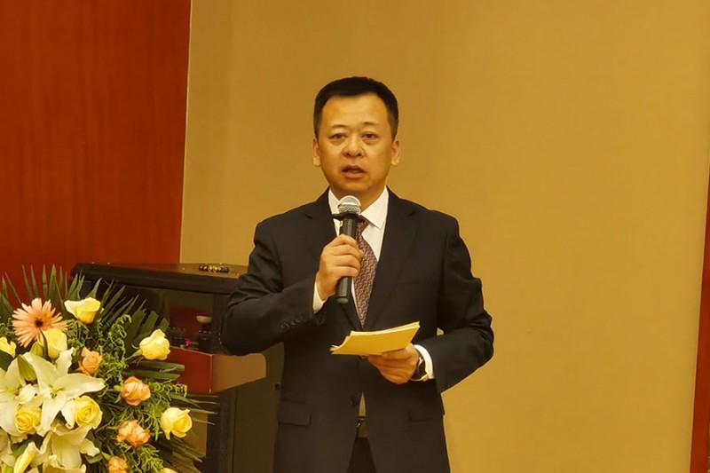 安徽新华印刷有限公司经理谢振军主持大会