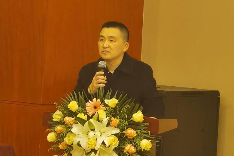 西安理工大学教授耿竞代表专家组宣布鉴定结果合格