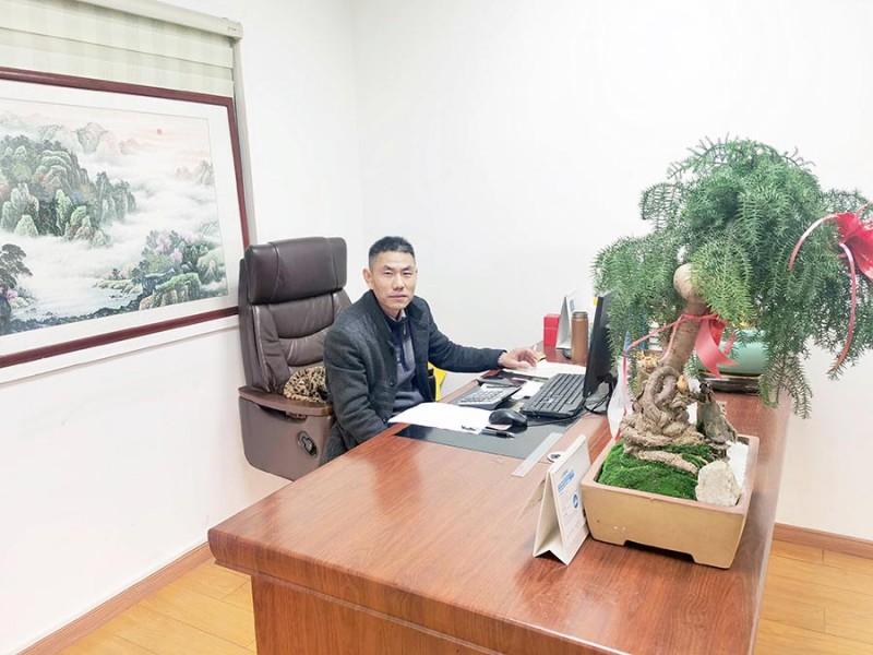 精气神饱满的合肥鑫辉耀印务有限公司总经理陈洪奎