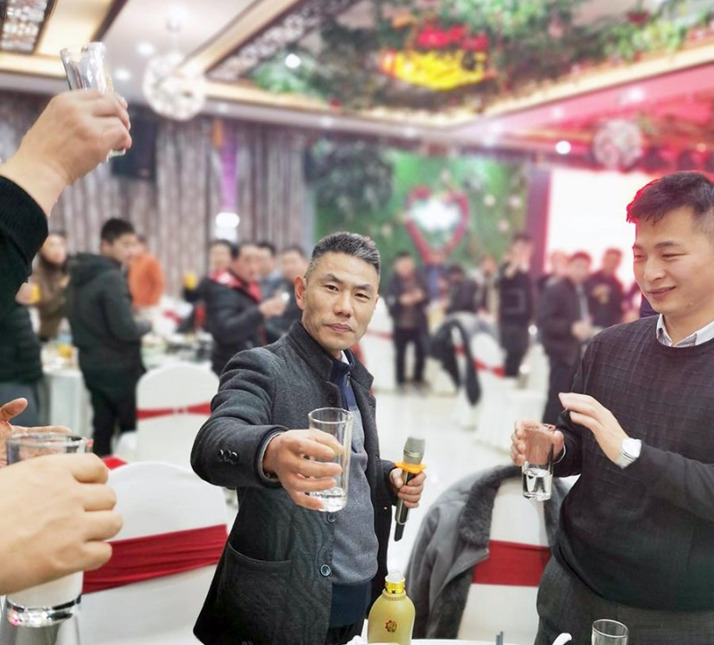 合肥鑫辉耀印务有限公司总经理陈洪奎举杯发言,相邀大家干杯,对大家前来欢聚表示诚挚谢意!